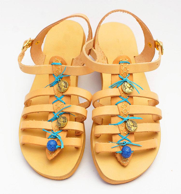 arxaioellinika-sandalia-gynaikeia-dermatina-sandalia-xeiropoiita-ellinika-sandalia-stolismena-me-petres-sandalia-me-koumpoma-strappy-sandalia-perissa-santorini-greekhandmadbox.jpg