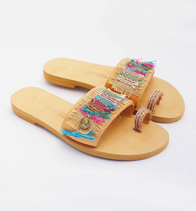 Ελληνικά σανδάλια, γυναικεία σανδάλια, flat καλοκαιρινά σανδάλια, toe ring σανδάλια, πολύχρωμα boho σανδάλια Matala Κρήτη