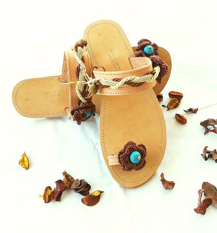 Χειροποίητα σανδάλια toe ring, καλοκαιρινά σανδάλια διακοσμημένα με χάντρες- κορδόνια, γυναικεία δερμάτινα σανδάλια, flat σανδάλια Ariadni