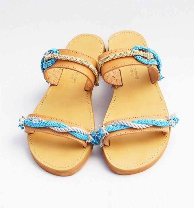 Γυναικεία σανδάλια, χειροποίητα δερμάτινα σανδάλια, ίσια-flat σανδάλια, ελληνικά σανδάλια με κορδόνια χάντρες, μπλε καλοκαιρινά σανδάλια Kamari Santorini