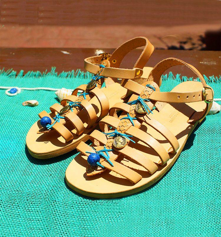 gynaikeia-sandalia-dermatina-sandalia-xeiropoiita-ellinika-sandalia-arxaioellinika-kompsa-sandalia-strappy-criss-cross-sandalia-perissa-santorini-greekhandmadebox.jpg