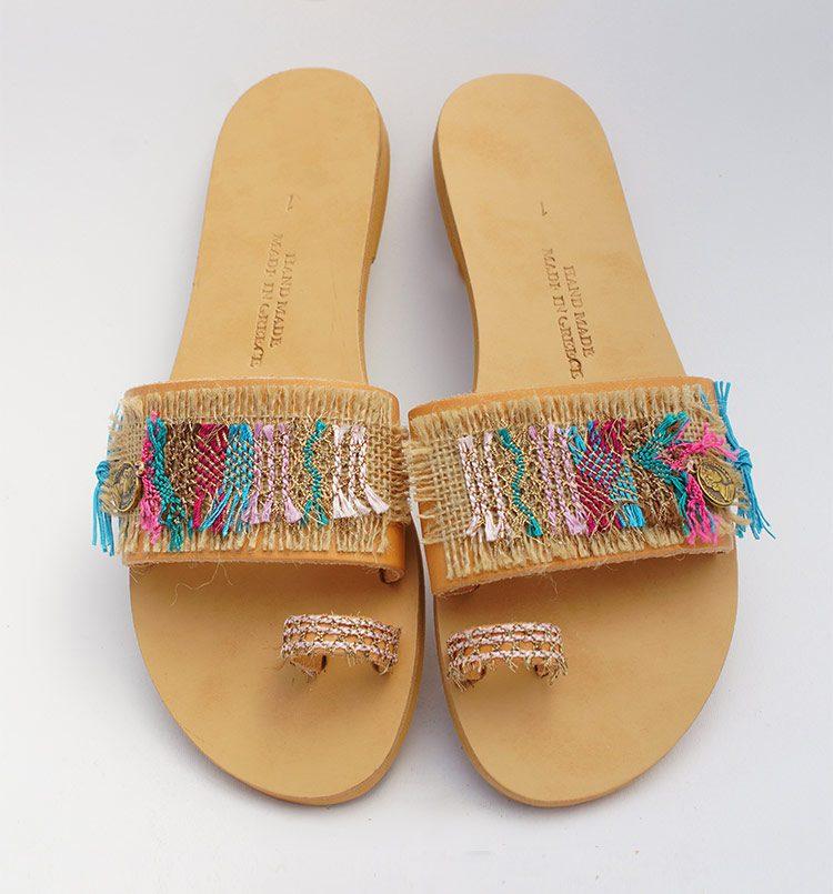 Trendy γυναικεία σανδάλια, μοντέρνα σανδάλια με δάχτυλο - toe ring, boho chic σανδάλια πολυτελείας Μάταλα Κρήτη