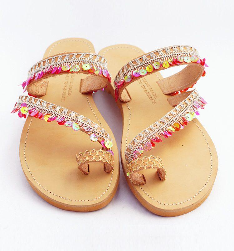 xeiropoiita-sandalia-ellinika-sandalia-me-poulies-gynaikeia-isia-sandalia-sexy-sandalia-me-daxtylo-toe-ring-red-beach-greekhandmadebox.jpg