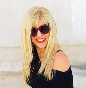 Ελληνίδα fashion designer Άννα Μαρία από Σαντορίνη, σχεδιάστρια κοσμημάτων & χειροποίητων αξεσουάρ μόδας στο Greek Fashion Box